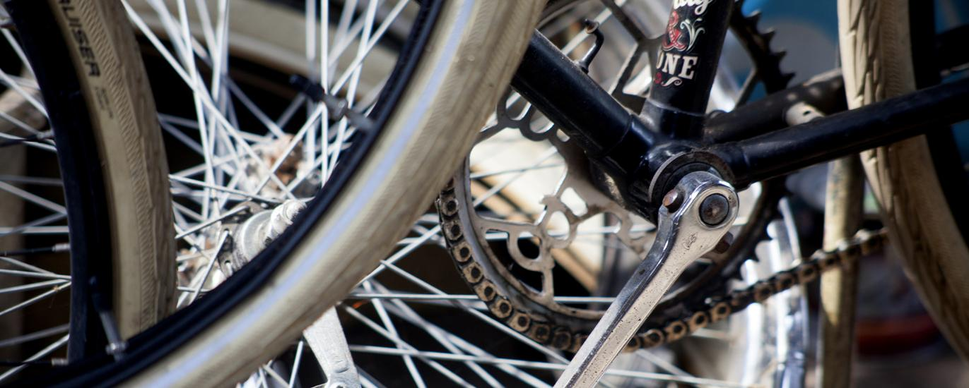 Cycle pedals and spokes on rims